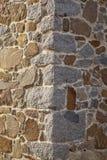 Coin en pierre de mur de maison à l'île de Tenedos Bozcaada par la mer Égée image libre de droits