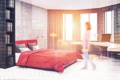 Coin gris et rouge de chambre à coucher, ordinateur modifié la tonalité Images libres de droits