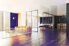 Coin noir moderne d'appartement de mur modifié la tonalité Photos stock