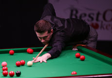 Coincez le champion du monde, tournoi amical de jeux de Mark Selby à Bucarest Images stock