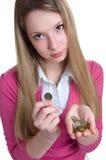 coins allvarliga flickahänder Arkivfoto