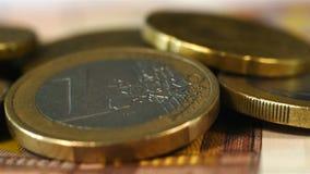coins den guld- euroen stock video