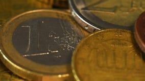 coins den guld- euroen arkivfilmer