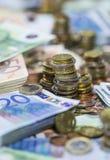 coins den staplade euroen Arkivfoto