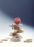coins euro bank repet för anmärkningen för pengar för fokus hundra för euroeuros fem begreppsmässig valutaeuro för sedlar femtio  Arkivbild