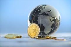 coins eurojordklotet Arkivbild