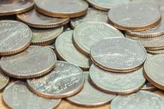 coins thailand Wat Benchamabophit eller marmortemplet i Bangkok, Thailand som visas i det thailändska fem baht myntet Arkivbild