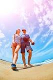 Coiple en la playa foto de archivo libre de regalías