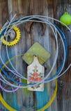 Coisas velhas que penduram na parede Fotografia de Stock Royalty Free