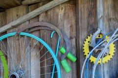 Coisas velhas que penduram na parede Imagem de Stock Royalty Free
