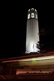 Coit Kontrollturm nachts Lizenzfreie Stockfotografie