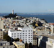 Coit Kontrollturm und San Francisco Lizenzfreie Stockfotos