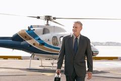 Cojín de Arriving On Helicopter del hombre de negocios imagen de archivo
