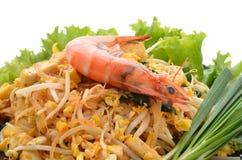 Cojín tailandés tailandés, tallarines de la comida del sofrito con el camarón en pocilga del padthai Fotos de archivo