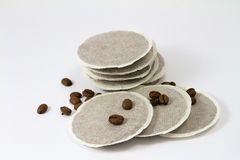 Cojines del café con los granos de café Fotografía de archivo libre de regalías