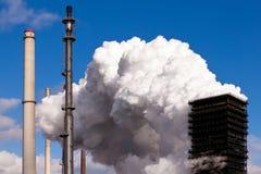 Cokesfabriek die cokessteenkool voor de siderurgie produceren Stock Afbeelding