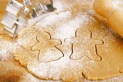 Резцы cokkies мальчика и девушки Gingerbread Стоковые Изображения