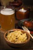 Col con la cerveza y las salchichas Foto de archivo libre de regalías
