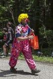 Caráter engraçado na estrada de Le Tour de France imagem de stock royalty free