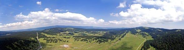 Col. du Marchairuz Gr 1447 m Is een hoge bergpas in Jura Mountains in het kanton van Vaud in Zwitserland Royalty-vrije Stock Foto's