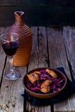 Col roja y ensalada picante de la pechuga de pato Imagen de archivo