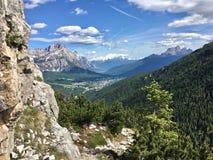 Col Rosa et par l'intermédiaire du ferrata - E Bovero, vue à Cortina photographie stock libre de droits