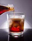 Cola com cubos de gelo Fotografia de Stock Royalty Free