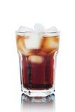 Cola con el hielo aislado Imagenes de archivo