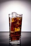 Cola con hielo foto de archivo