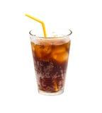 Cola con hielo y paja en el vidrio aislado en el fondo blanco Foto de archivo libre de regalías