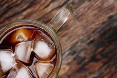 Cola con i cubetti di ghiaccio Fotografie Stock Libere da Diritti