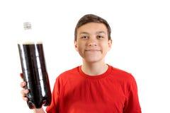 Cola de consumición del adolescente caucásico joven Fotos de archivo