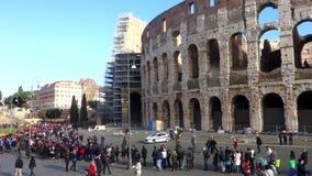 Cola de los turistas Colosseum Roma almacen de metraje de vídeo