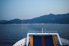 Cola de un transbordador que dirige a la isla de Thassos fotos de archivo libres de regalías
