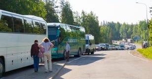 Cola del transporte en la frontera rusa finlandesa Imágenes de archivo libres de regalías