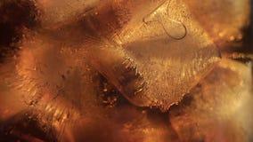 Cola e gelo no vidro video estoque