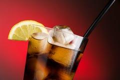 Cola e hielo - cierre horizontal para arriba Imagen de archivo libre de regalías