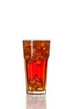 Cola im Glas, lokalisiert auf weißem Hintergrund Lizenzfreie Stockbilder