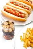 Cola, patatas fritas, y tres perritos calientes Imagenes de archivo