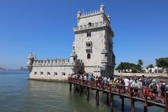 Cola turística en la torre de Belem (torre de Saint Vincent) lisboa Fotos de archivo libres de regalías