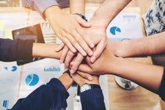 Colaboração de junta Concep do espírito de equipe das mãos dos trabalhos de equipa do negócio Imagem de Stock