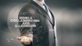 Colaboração e ensino eletrónico móveis com conceito do homem de negócios do holograma video estoque