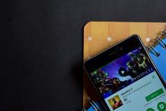 Colaborador app da injustiça 2 na tela de Smartphone foto de stock royalty free