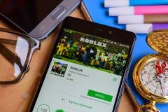 Colaborador app de ROBLOX na tela de Smartphone imagens de stock