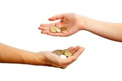 Colada abajo de monedas en la mano fotografía de archivo libre de regalías