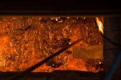 Colada de acero caliente en la planta siderúrgica Imagenes de archivo