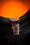 Colada de acero caliente en la planta siderúrgica Foto de archivo libre de regalías