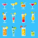 Colada de Pina, jugo, mojito y otros diversos cócteles alcohólicos del verano ilustración del vector