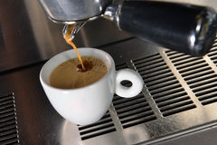 Colada del café express Fotografía de archivo libre de regalías
