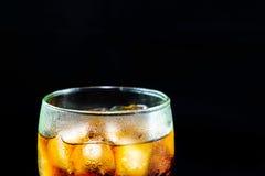 Colaexponeringsglas med is Arkivfoton